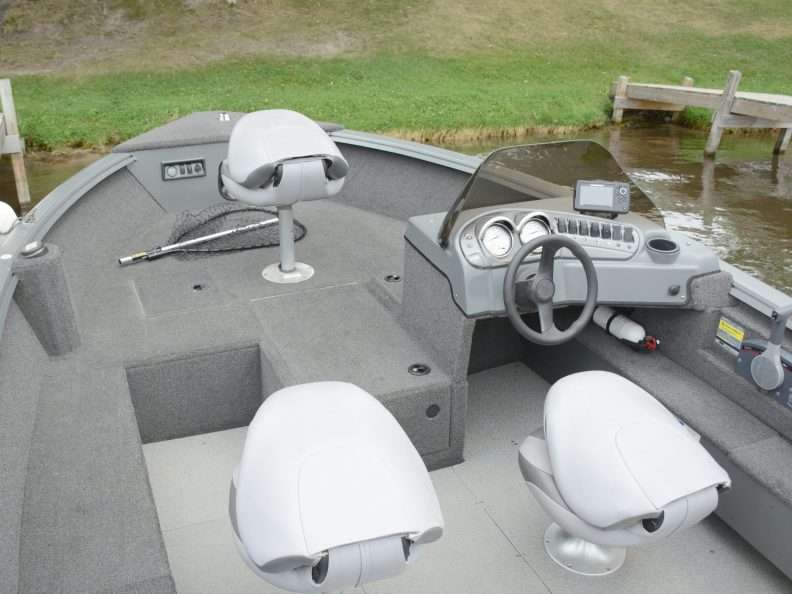 18' Polar Kraft Side Console for Rent Leech Lake
